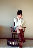brown boots boots - brown bag Mudo bag - white long sleeve Mudo blouse