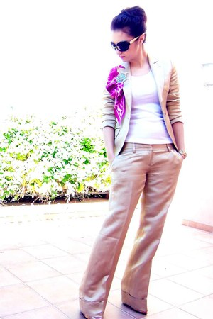 gold Sacoor blazer - bubble gum Aldo scarf - gold Sacoor pants - D&G glasses