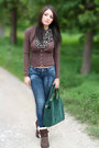 Brown-cardigan-dark-green-bag-brown-t-shirt