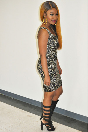 black shoes - brown dress