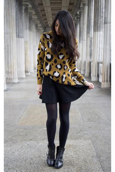 burnt orange Forever 21 sweater - black All Saints boots - black blush skirt