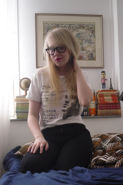 white morrissey Urban Outfitters t-shirt - black GINA TRICOT jeans