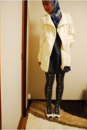 white Forever 21 coat - blue unknown brand dress - gray Tutuanna leggings - whit