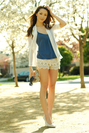 cream shopakira shorts - periwinkle abercrombie and fitch top