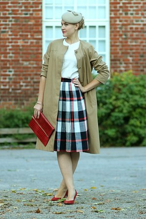 ruby red Secondhand shirt - tan COS coat - beige Filippo Catarzi hat