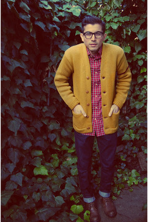 mustard vintage cardigan - brown earthkeeper Timberland boots