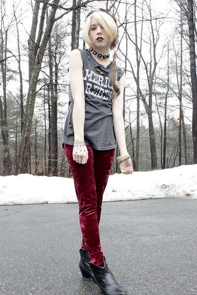 ruby red velvet Idle Minds leggings - black cowboy Ebay boots