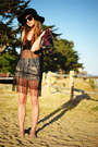 Black-floppy-deena-ozzy-hat-black-crochet-tunic-shirt-blue-cutoffs-levis-s