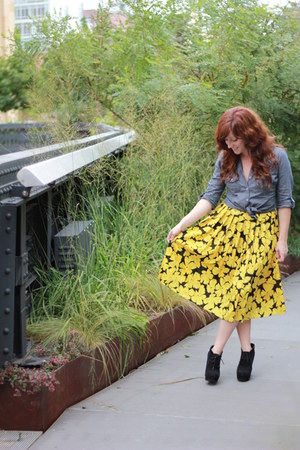 yellow vintage skirt - blue denim shirt - black Aldo heels