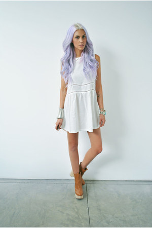 ivory collar Olive Clothing dress - tan wedges Jeffrey Campbell boots