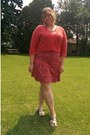 Coral-target-dress-salmon-thrifted-sweater-bronze-clarks-sandals