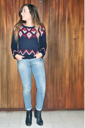 white zipped texto boots - ruby red washed-out Zara jeans - navy knitted H&M top