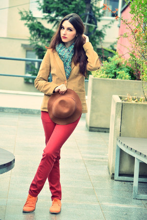 brown brown New Yorker hat - brick red red skinny clockhouse jeans