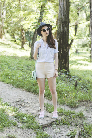 Ecua Andino hat - Zara shirt - Kristines Collection shorts