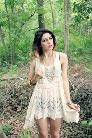 cream free people dress - map heart necklace - bindi accessories