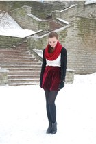 brick red suede Chicwish skirt - black Tamaris boots - ruby red self-made scarf