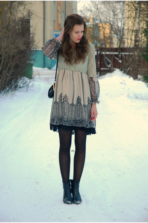 black Tamaris boots - tan lace Dorothy Perkins dress