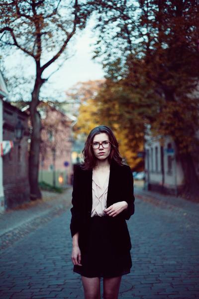 black velvet vintage blazer - beige ruffle Sugarlips dress - black Seppälä heels