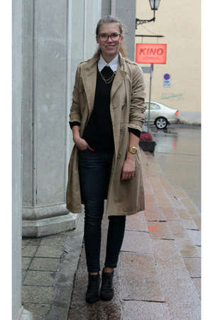 black Cubus sweater - tan trench coat H&M coat - blue skinny house jeans