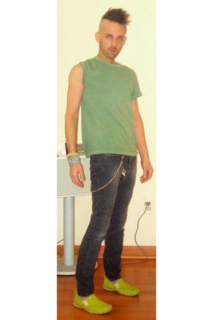 green Ralph Lauren t-shirt - gray bulldog jeans - green GBX shoes