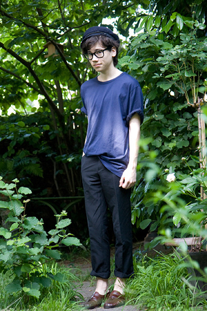 vintage hat - acne t-shirt - H&M pants - Ray Ban glasses - vintage shoes