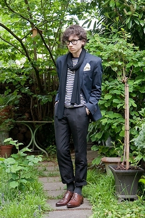 Ray Ban glasses - selfmade scarf - Muji t-shirt - H&amp;M blazer - H&amp;M pants - moma 