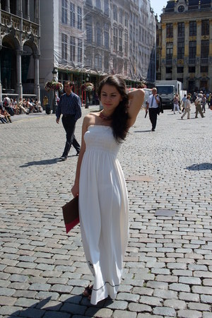 white random dress - red Bershka bag - black Stradivarius sandals