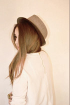 light brown simple Leonardo hat - beige H&M blouse