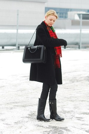 leather H&M gloves - second hand coat - second hand scarf