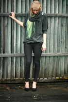 leggings - shirt - scarf - wedges - turban accessories