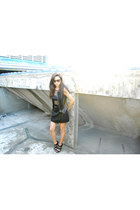 Aldo shoes - Michael Kors sunglasses - Promod skirt - H&M top - Forever 21 vest