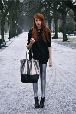 silver leggings - black shirt