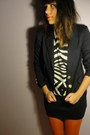 Navy-pull-bear-blazer-white-zara-top-black-red-calzedonia-tights