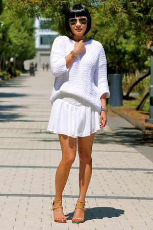 white Zara sweater - nude Chloe shoes - aviator ray-ban sunglasses