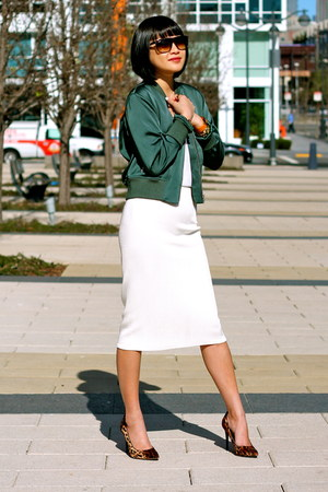 white midi Zara skirt - green Club Monaco jacket - boyfriend ray-ban sunglasses