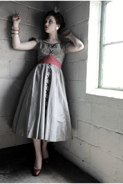 heather gray 1950s Atomic Warehouse dress - ruby red vintage belt