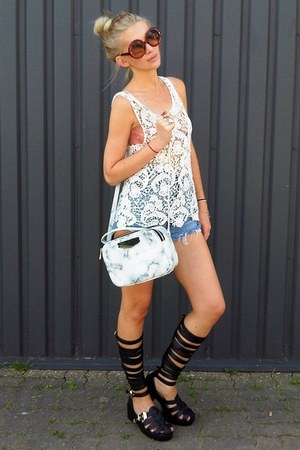 white Parfois bag - black deezee sandals - white second hand top