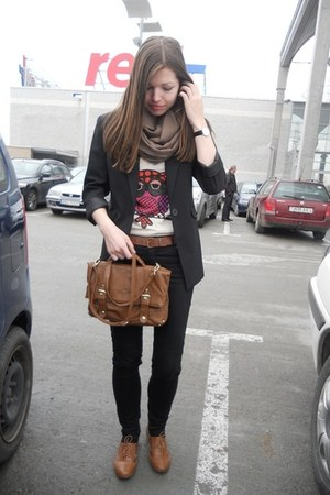 bronze Atmosphere shoes - black second hand blazer - bronze Atmosphere bag - bei