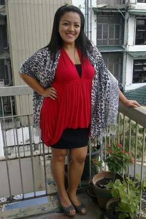 red sleeveless blouse - heather gray leopard print scarf - black DIY skirt