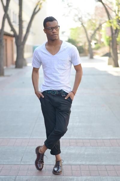 crimson lace-up Zara shoes - heather gray v-neck H&M t-shirt