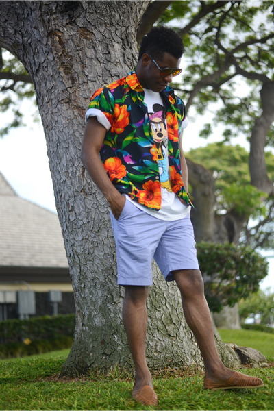 white joyrich t-shirt - navy hawaiian shirt vintage shirt