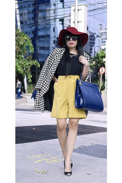 bag - coat - hat - shorts - sunglasses - t-shirt