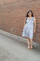 white Tulle dress - brown vintage shoes - blue sunglasses