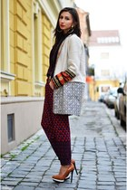 carrot orange aztec print Zara coat - magenta geometric print Koton pants