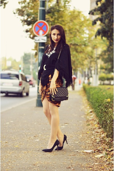 black poncho vintage cape - black quilted asos purse - black glittery Zara heels