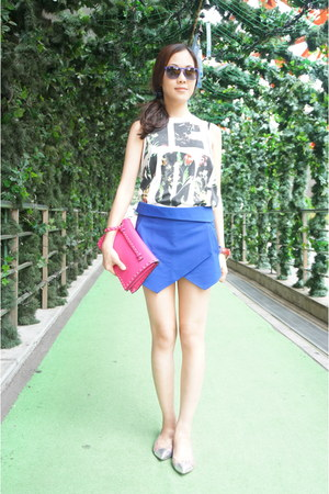 hot pink rockstud Valentino purse - blue Zara shorts