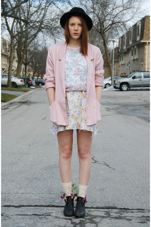 light pink pastel thrifted blazer - black thrifted boots