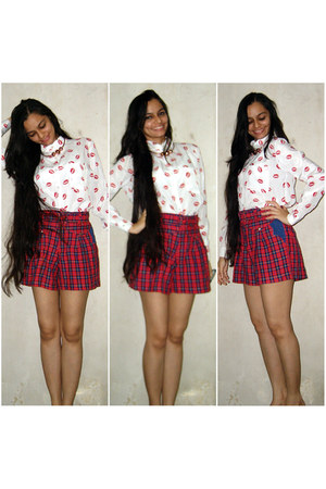 white Ahai Shopping shirt - red vintage shorts