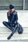 Linzi-boots-romwecom-coat-h-m-hat-romwecom-blouse