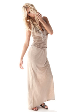beige AMERICAN VINTAGE dress - beige AMERICAN VINTAGE - silver Fiona Paxton neck